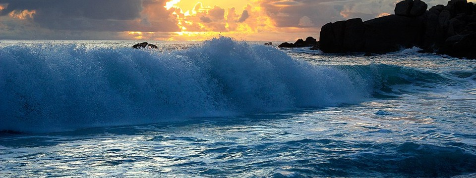 Ocean waves simple js image slider