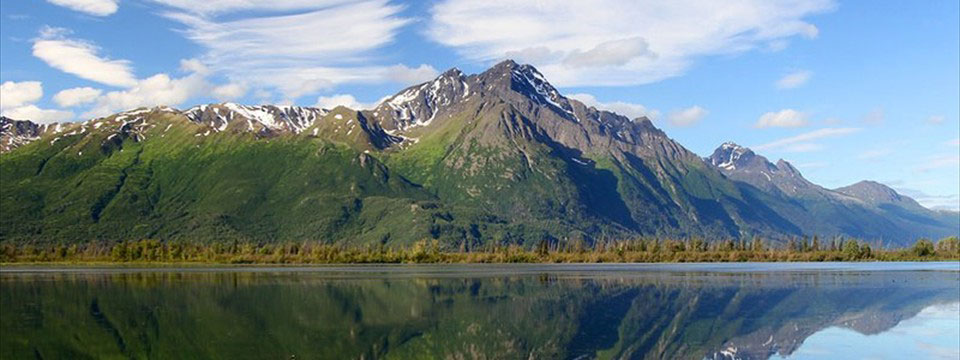 Mountain is reflected in the water: html5 slideshow gallery