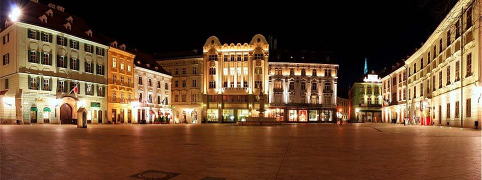 Main square, Bratislava: Css3 carousel as background picture